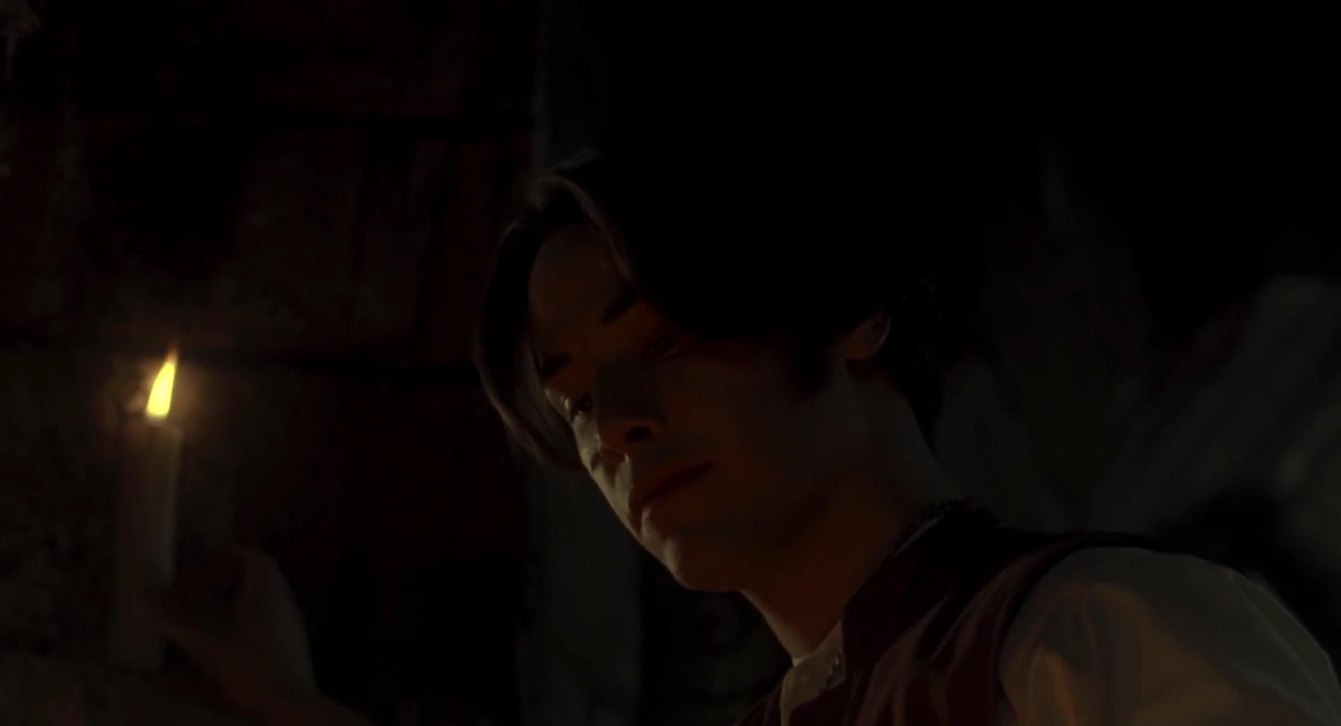 Quando, por fim, o personagem repousa a vela em um apoio, ela passa a ter luminosidade só na ponta, como seria de se esperar.