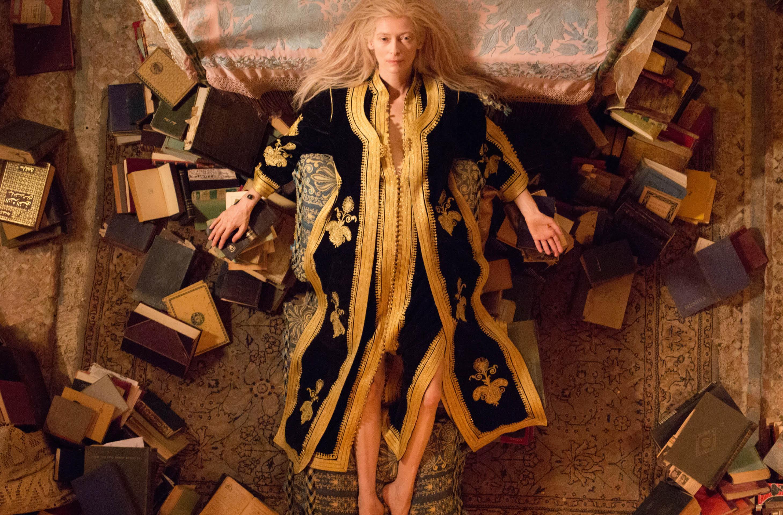 Se eu vivesse centenas de anos também vestiria túnicas marroquinas e me  cercaria de livros sem a64d92ee0f1