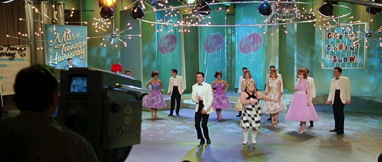 O musical Hairspray é colorido, otimista e divertido.