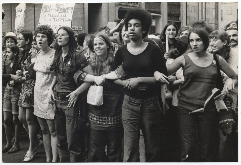 Ótimo documentário sobre os períodos e vertentes do feminismo.