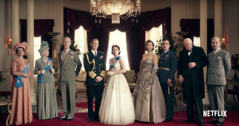 The Crown, série original da Netflix escrita por Peter Morgan (A Rainha, Frost/Nixon) que aborda os primeiros anos de reinado de Elizabeth II do Reino Unido, com uma direção de arte primorosa.